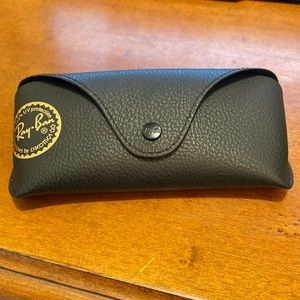 RAY-BAN | Black Classic Sunglasses Snap Case
